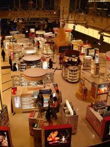 Singapore Airport shopping kiosks